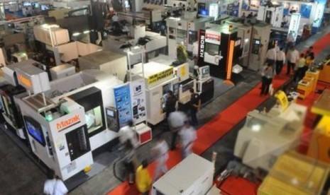 Mesin-mesin industri dipajang dalam pameran manufaktur di Jakarta