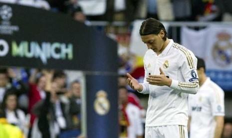 Ozil Rayakan Gol dengan Berdoa
