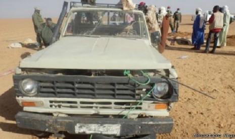 Mobil rusak di tengah Gurun Sahara