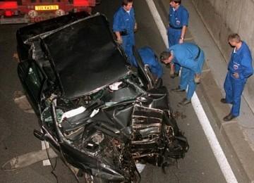 Mobil yang ditumpangi Puteri Diana saat kecelakaan yang menewaskannya
