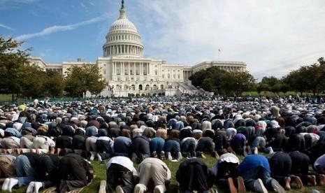 Muslim AS shalat ied di depan Gedung Putih, AS