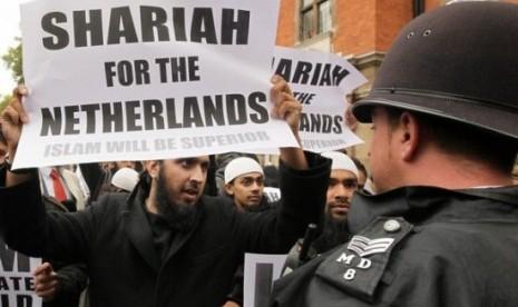 Ini Cara Muslim Belanda Protes Iklan Seksi