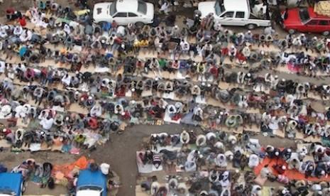 Muslim Ethiopia menunggu buka puasa di jalanan