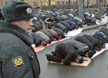 Muslim di Rusia menunaikan sholat