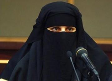 Dewan Syura Arab Saudi Terima Pemeriksaan Burka