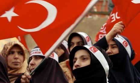 Trik Erdogan Memperjuangkan Jilbab di Turki