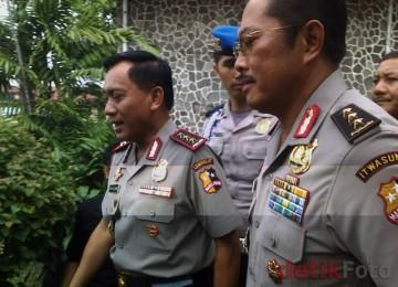 Nanan Sukarna (kanan) berjalan bersama Imam Sujarwo