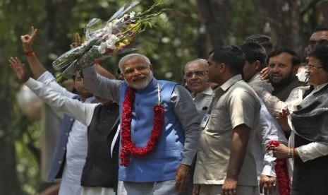 Narendra Modi (biru)