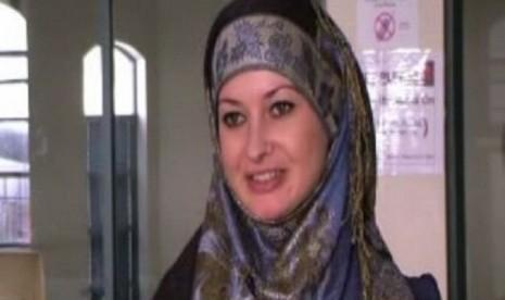 Nicole, Menemukan Islam dari Youtube