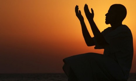 Orang berdoa (ilustrasi)