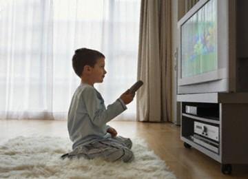 Orang tua disarankan membatasi anak-anak menonton televisi