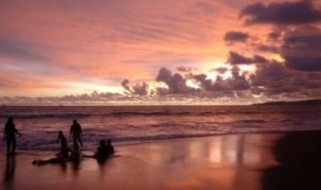 Libur Panjang, Obyek Wisata Pantai Sukabumi Dipadati Pengunjung