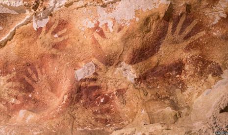Para ilmuwan menemukan sejumlah lukisan kuno di beberapa gua di kawasan pedesaan Maros, Sulawesi Selatan.