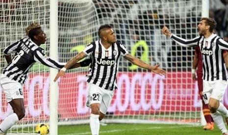 Para pemain Juventus melakukan selebrasi usai mencetak gol.