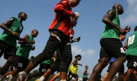Para pemain Persiwa Wamena saat latihan