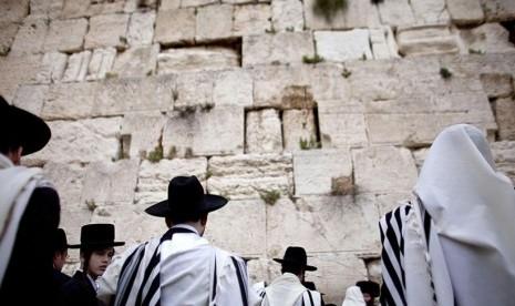 Para penganut Yahudi di Tembok Ratapan (ilustrasi)
