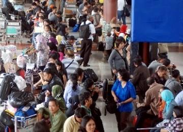 Para penumpang di bandara Soekarno-Hatta, Tangerang, Banten.