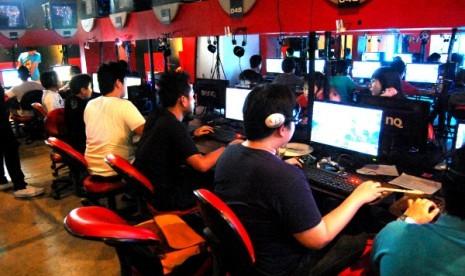 Para peserta FGT nampak antusias menjajal Game CHAOS.