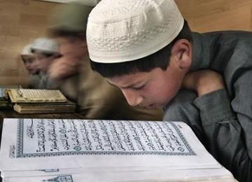 Para siswa sebuah madrasah Islam di Dagestan tengah belajar membaca ...