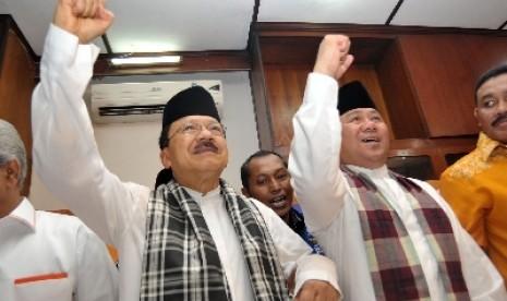 Pasangan cagub dan cawagub DKI Jakarta, Fauzi Bowo (kiri) dan Nachrowi (kanan).