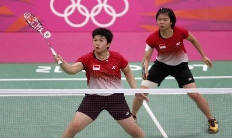 Pasangan ganda putri Indonesia, Greysia Polii-Meiliana Jauhari saat bertanding melawan pasangan ganda putri Korsel, Ha Jung-eun dan Kim Min-jung, Selasa (31/7) malam.