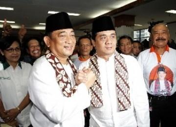 Pasangan Hendardji-Riza mendaftarkan diri ke KPUD untuk maju ke Pemilukada Gubernur DKI, Juli 2012