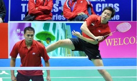 Pasangan pebulutangkis ganda putera Indonesia Hendra Setiawan (kanan)/Markis Kido