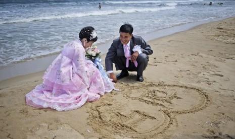 Pasangan pengantin (ilustrasi)