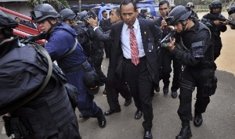 Paspampres) mengikuti latihan pengamanan tamu negara jelang KTT Bali Democracy Forum (BDF) 2012, di Parkir Timur Senayan Jakarta, Selasa (23/10).