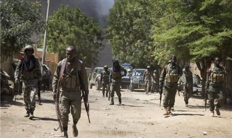 Pasukan keamanan Mali melakukan patroli di Kota Gao.