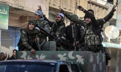 Pasukan Kurdi Rebut Pangkalan Udara Tabqa dari ISIS