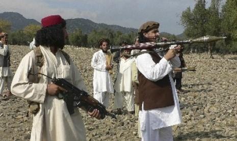 Pejuang Taliban di kawasan tribal Pakistan.
