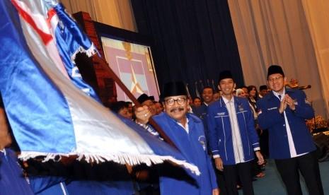 PELANTIKAN PENGURUS DEMOKRAT JATIM. Gubernur Jatim yang juga Ketua DPD PD Jatim terpilih