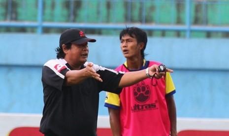 Pelatih Arema,Suharno.