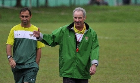 Liga Indonesia  - Piala AFF 2014: Riedl Tinggal Coret Tiga Gelandang