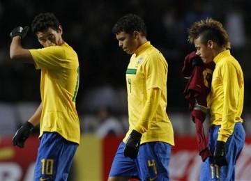 Pemain Brasil berjalan lesu setelah ditahan imbang Venezuela 0-0 di laga Grup B Copa America pada Senin (4/7)