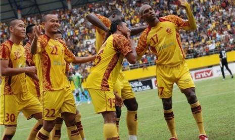 Pemain Sriwijaya FC melakukan selebrasi usai mencetak gol dalam laga Liga Super Indonesia (LSI). (ilustrasi)