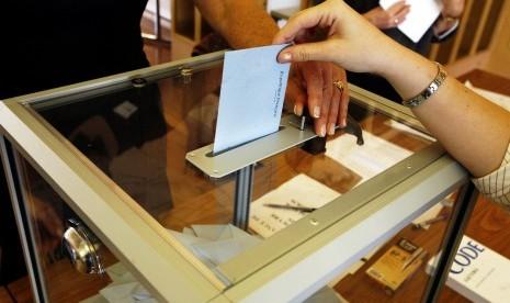 Pemilu, bentuk bentuk penerapan demokrasi.