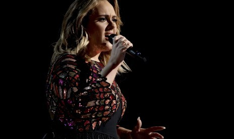 Adele Ajak Puluhan Ribu Fans Kenang Korban Serangan London