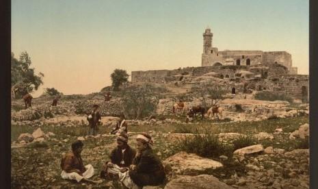 Penggembala beristirahat di area dekat makam Nabi Sulaiman, Plain of Mizpah