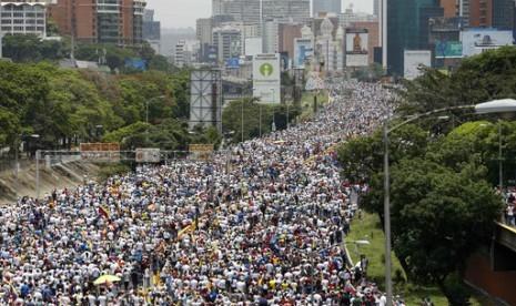 26 Orang Tewas Selama Unjuk Rasa Minta Maduro Turun