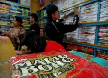 http://static.republika.co.id/uploads/images/detailnews/penjualan-kaos-dagadu-di-yogyakarta-_110719161805-740.jpg
