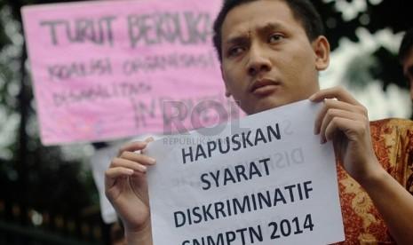 Penyandang disabilitas demonstrasi di depan gedung Kementerian Pendidikan dan Kebudayaan, Jakarta, (Republika/Yasin Habibi)