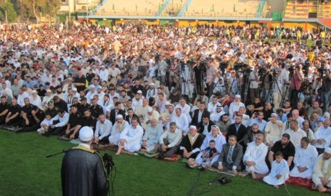 Perdana Menteri Palestina di Gaza, Ismail Haniya, saat menyampaikan khutbah Idul Fitri.