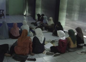 Perempuan sedang belajar/ilustrasi