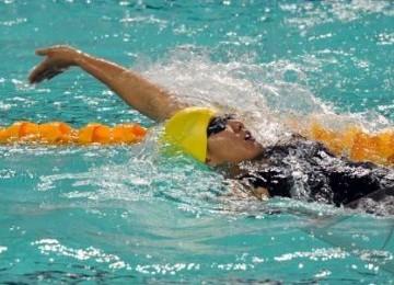 Perenang Indonesia, Yessy Yossaputra, beraksi di nomor 200 meter gaya punggung putri di Stadion Aquatic Centre Jakabaring dalam SEA Games XXVI, Palembang, Sumatera Selatan, Minggu (13/11).