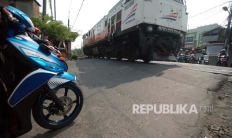 Dalam Tiga Bulan, 17 Orang Tewas Tersambar Kereta di Cirebon