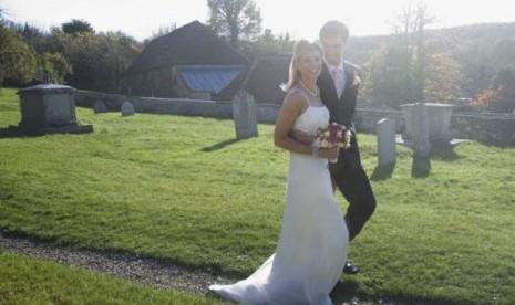 Pernikahan di kuburan