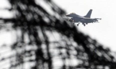 Pesawat F 16