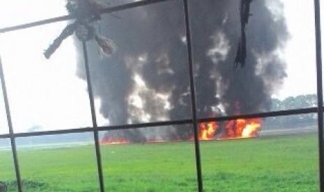 Pesawat F-16 milik TNI AU jatuh di Lanud Halim Perdanakusuma.